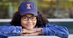 Student with Illinois Hat